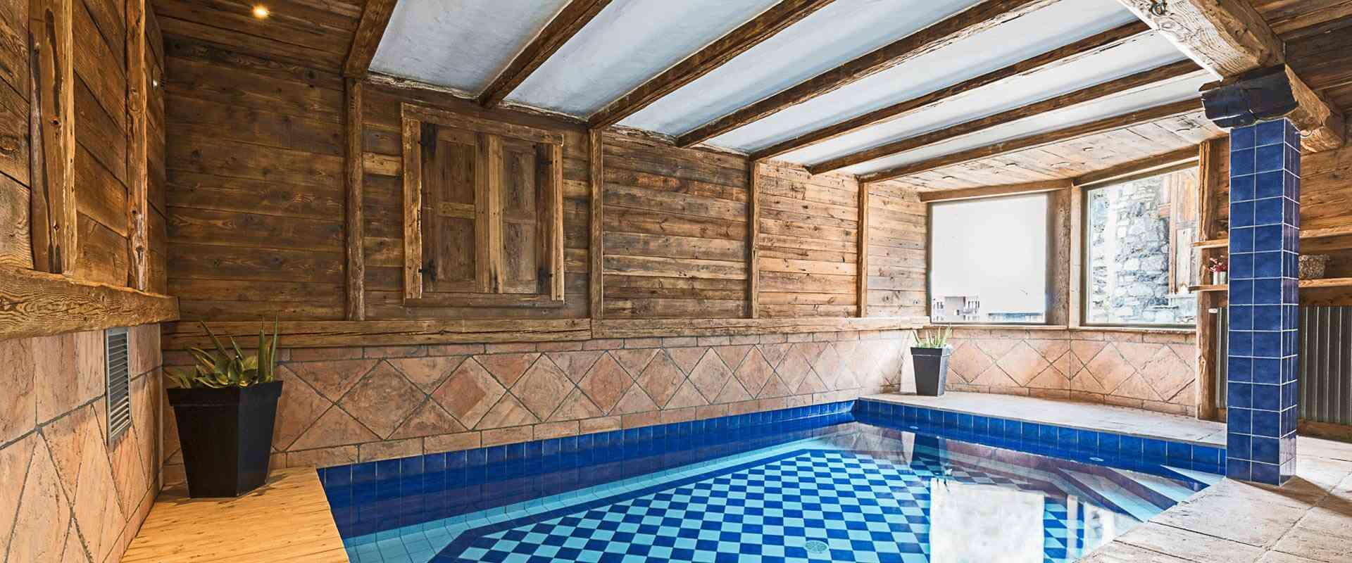 Louer le chalet pauline val d 39 is re les chalets covarel for Piscine val d isere